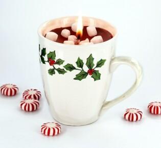 Новогодняя свеча в чашке: горячий какао