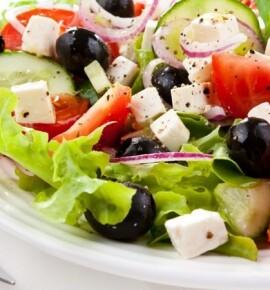 Греческий салат: 4 оригинальных рецепта для новогоднего стола