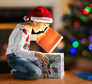 Что подарить ребенку на Новый год: 70+ оригинальных идей