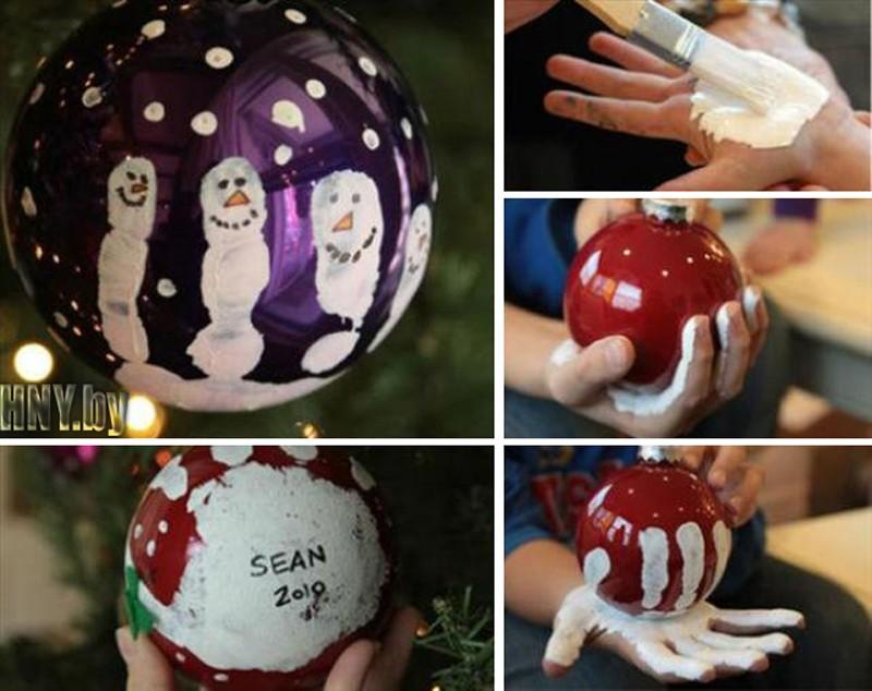 Роспись новогодних шаров отпечатками рук