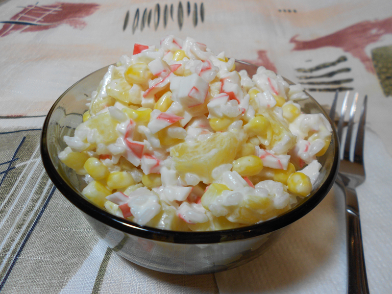 Ананасовый крабовый салат