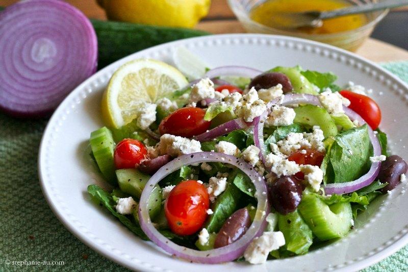 Салат греческий с сыром Фета и медовой заправкой