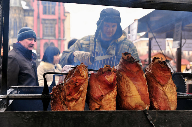 Новогодняя уличная еда в Чехии