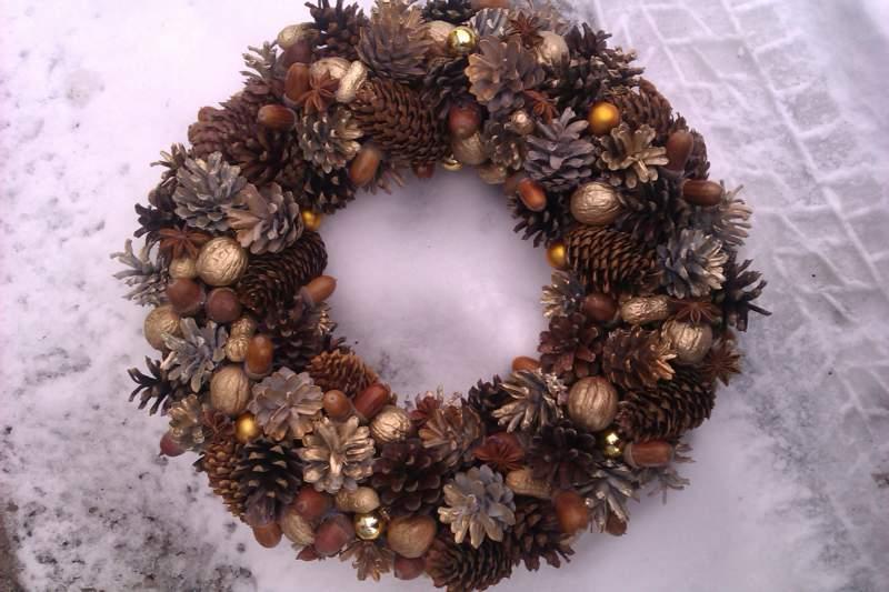 Осенний венок из шишек сосновых пошагово