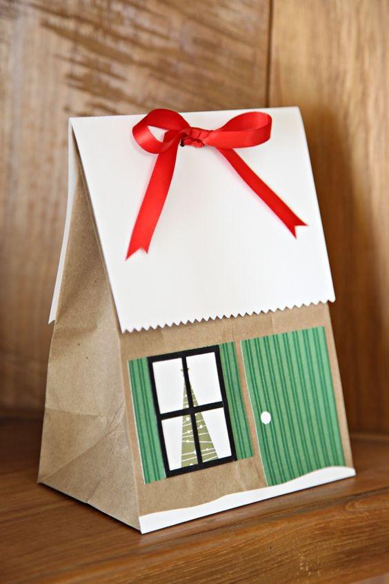 Новогодняя упаковка, стилизованная под зимний дом