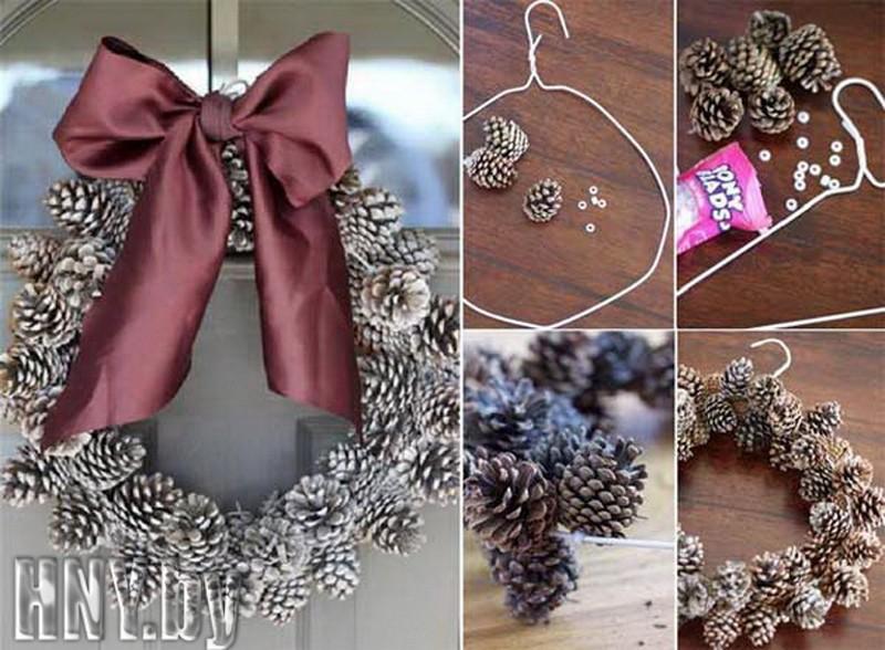 Рождественский венок из шишек: украшаем дверь к новому году своими руками