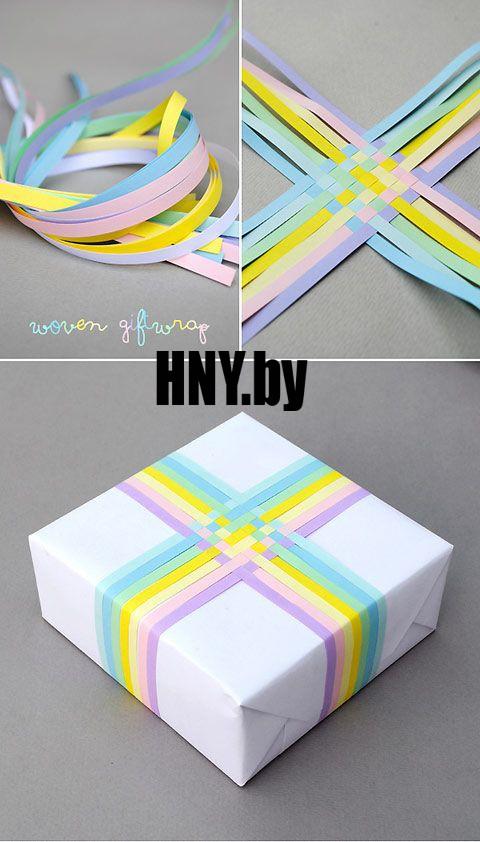 Новогодняя упаковка с разноцветными бумажными полосками