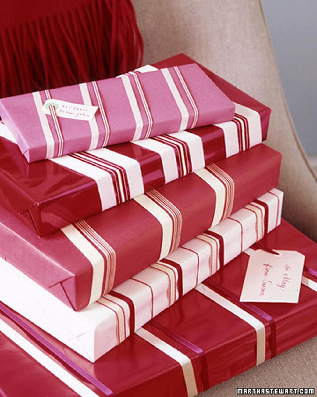 Декорируем новогоднюю упаковку атласными лентами