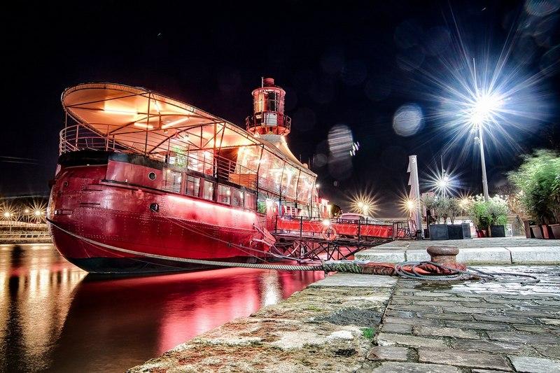 Ночной клуб-корабль Batofar