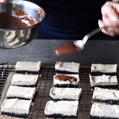 black-sesame-raw-cashew-cheesecake-bars-13
