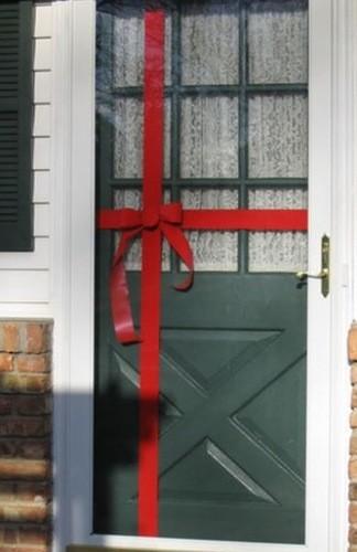 Новогодняя дверь: создаем праздничную атмосферу