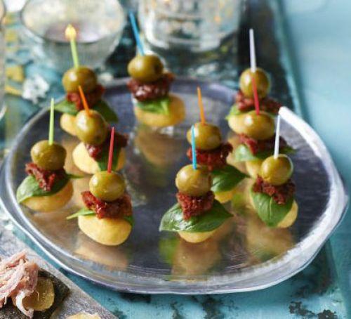 Закуски для новогоднего стола: Жареные ньокки с оливками и вялеными помидорами
