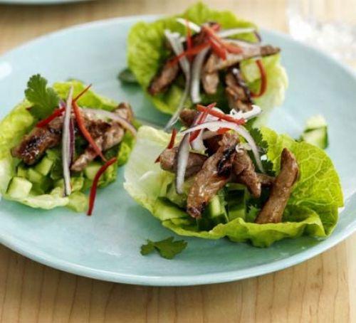 Закуски для новогоднего стола: Говядина Терияки в листьях салата