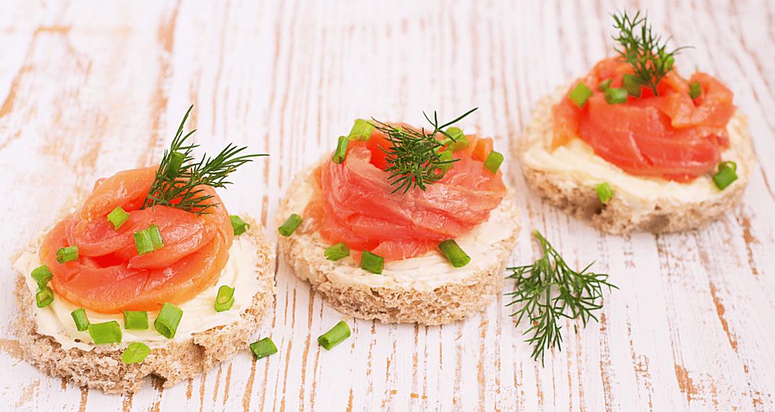 Рецепт канапе с красной рыбой на хлебе