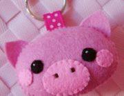 Свинка из фетра на елку