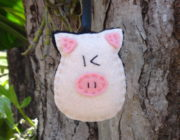Елочная игрушка из фетра свинья
