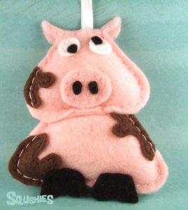 Елочная игрушка свинка из фетра