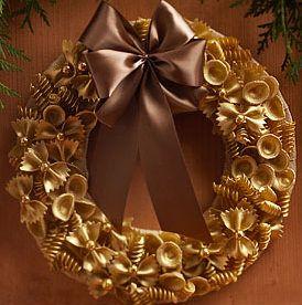Венки новогодние своими руками из макарон 13