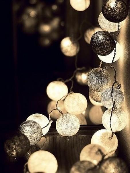 Новогодний шар из ниток и клея ПВА