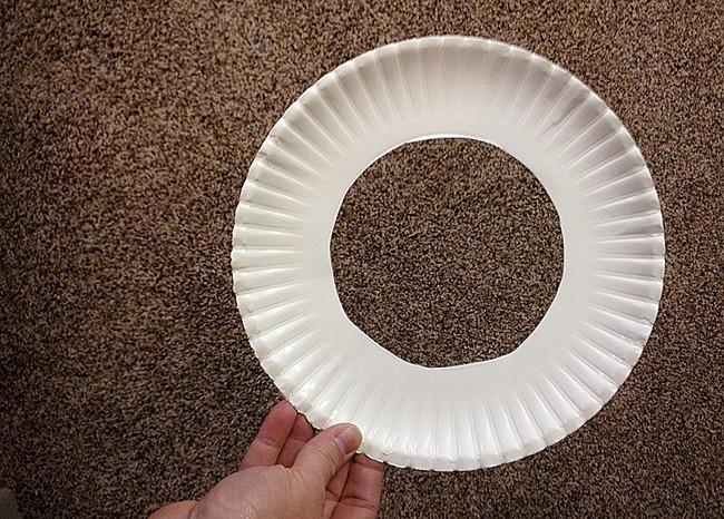 Основа для венка из формы для запекания или одноразовой тарелки своими руками